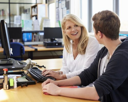 female-careers-advisor-meeting-male-college-studen-PYSW9QP_1024.jpg
